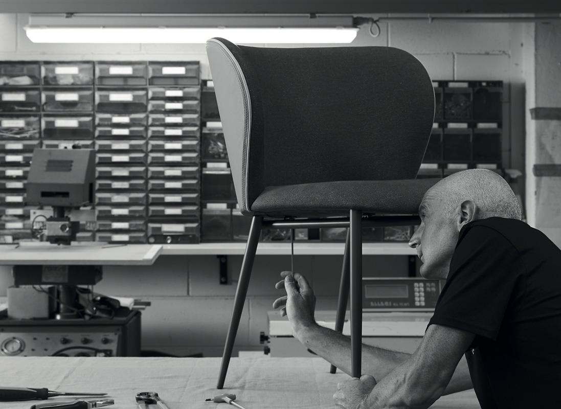 realizzazione sedia in pelle casa covre